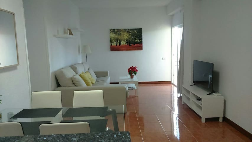 Cozy apartment first line 2bedroomWi-Fi center