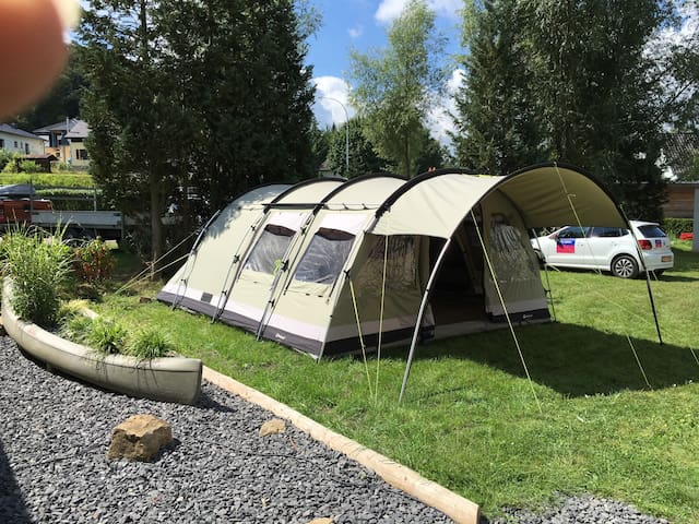 Tunneltent op camping in het Mullerthal, Luxemburg - Bettendorf