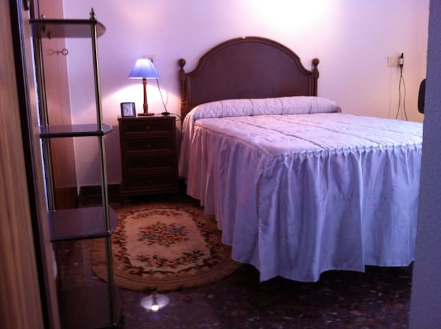 SINGLE ROOM WITH BALCONY AND WI-FI.