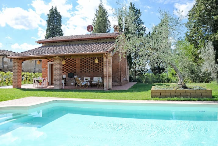 Restored barn with panoramic garden, portico, pool - San Miniato