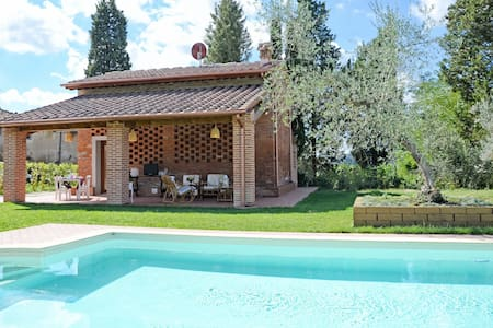 Restored barn with panoramic garden, portico, pool - San Miniato - House