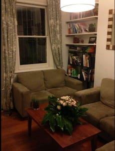 Terrace House 10 mins from CBD - Darlington