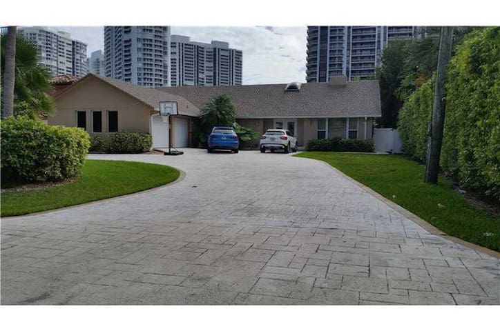 Perfect waterfront pool home - Hallandale Beach - Dom