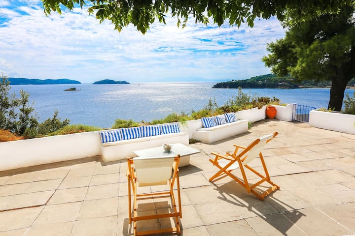 Beachfront Greek Villa with Semi-Private Beach - Skiathos - วิลล่า