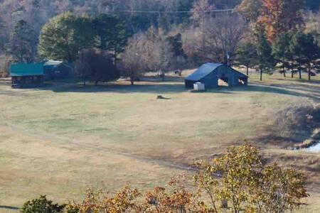 Farmhouse & Cabin, Unplugged in Quitman, Arkansas