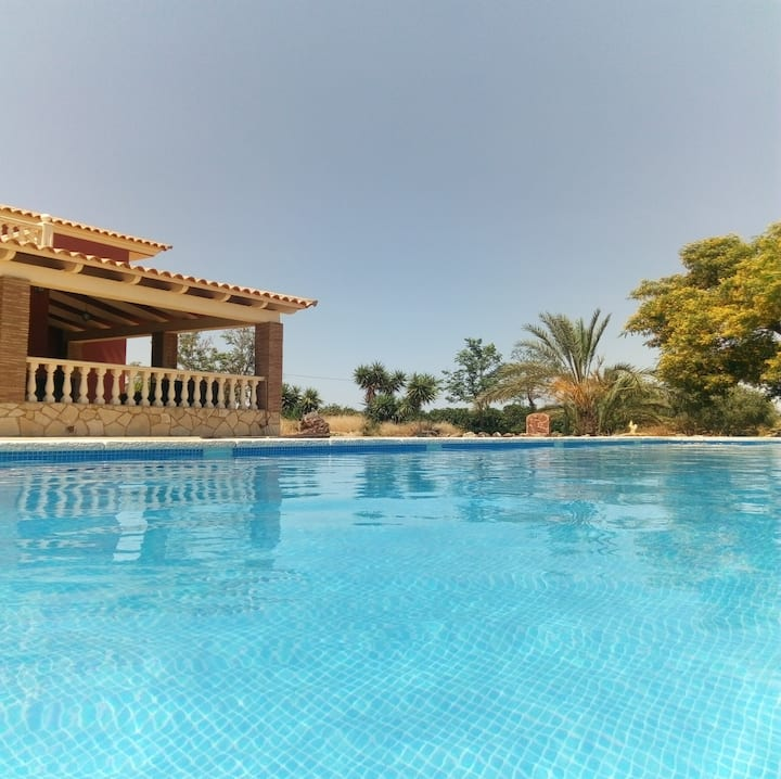 Casa Roja - villa, very private, pool near the Med