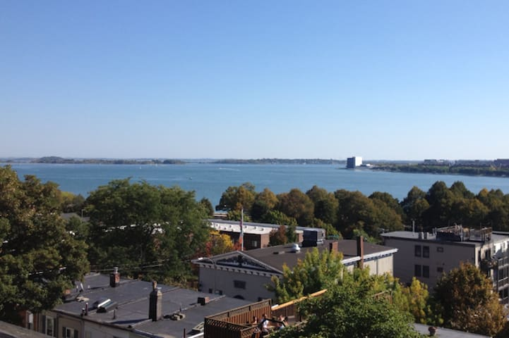 Oceanview Penthouse Condo-Cool/Cozy/Amazing Views!