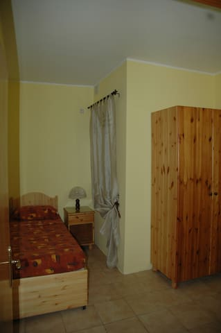 31, Memories B&B Single bed Bedroom - Pembroke - Oda + Kahvaltı