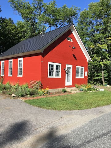 6th district schoolhouse beautifully redone huizen te huur in windsor vermont - Redone slaapkamer ...