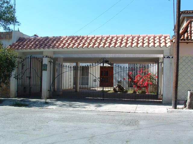 Well furnished one bedroom aptment. - Saltillo - Apartament