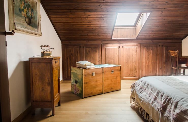 Cute wooden apartment among Alps! - Tresivio - Bed & Breakfast