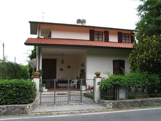 Villetta in campagna - Pallerone - Casa