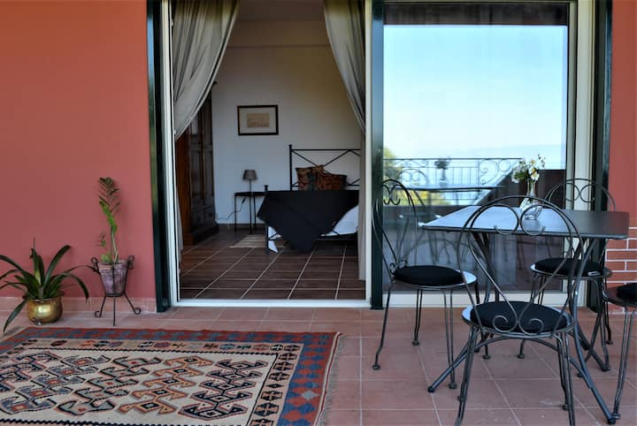 L'Ulivo. House with panoramic terrace and comfort
