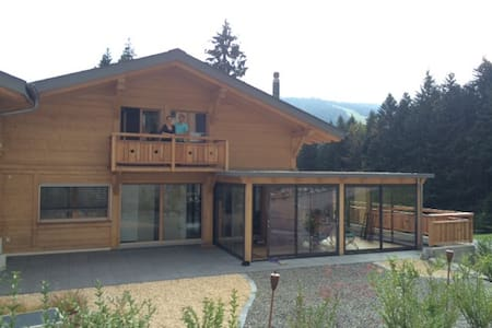 Room in a comfortable modern chalet - Châtel-Saint-Denis - 牧人小屋