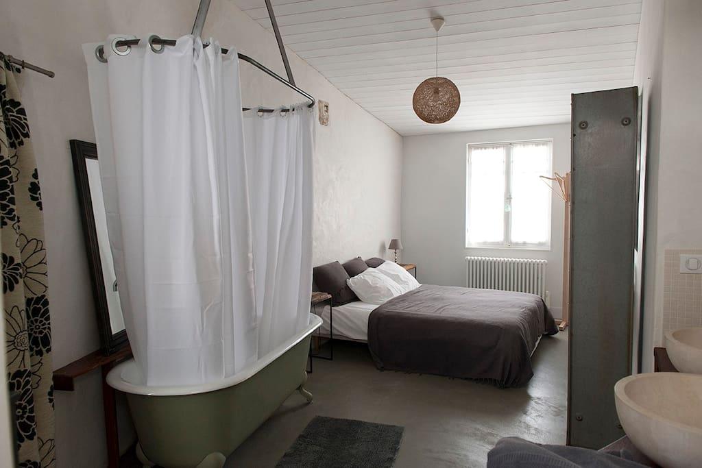 chambre sdb sur l 39 ile de r chambres d 39 h tes louer le bois plage en r poitou charentes. Black Bedroom Furniture Sets. Home Design Ideas