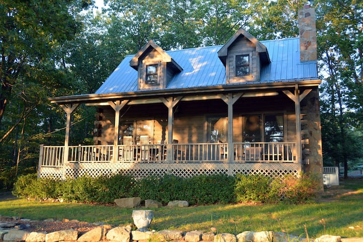 Luxury, Pet Friendly Mountaintop Cabin Near Golf