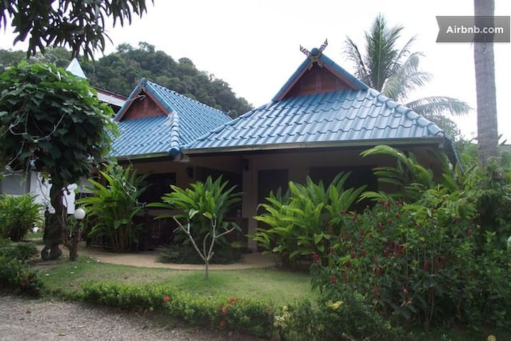 Air-con, 1 King bed, free WiFi, Room Only, Ao Nang