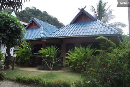 Air-con, 1 King bed, free WiFi, Room Only, Ao Nang - Ao Nang, Muang, Krabi - 기타