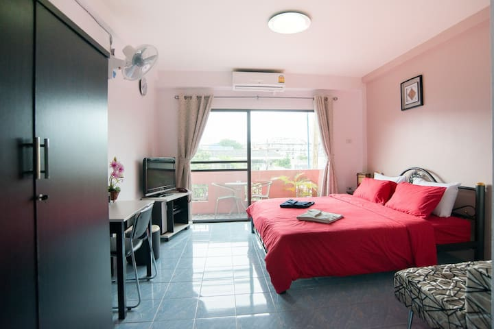 Private Deluxe Rooms with Breakfast 900B/Night