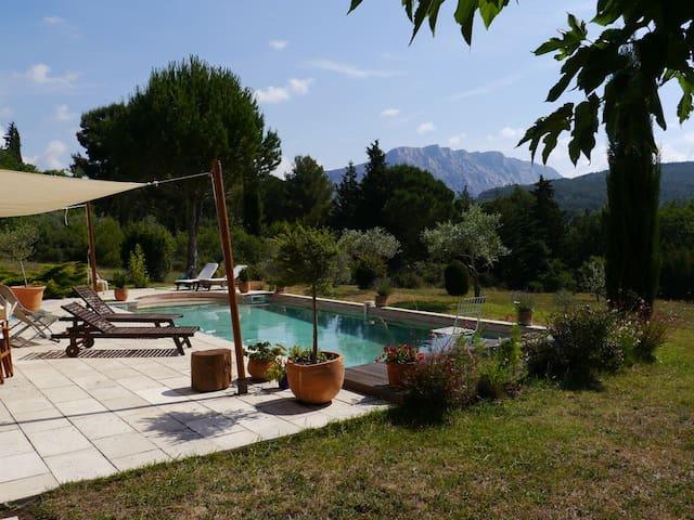 Une chambre près d'Aix en Provence - Le Tholonet - House