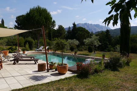 Une chambre près d'Aix en Provence - Le Tholonet