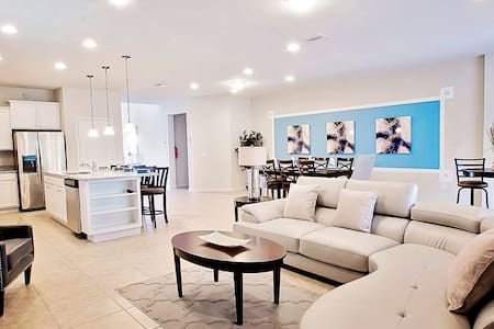 New Luxury Villa!! 8Br/6Ba Villa-Pool-Near Disney