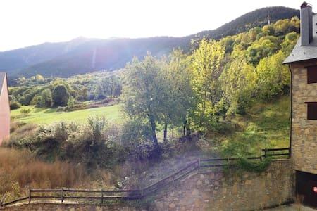 Acogedor apartamento en el centro de Vielha - Lleida