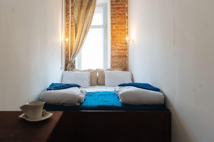 Небольшая комната у Смоленской