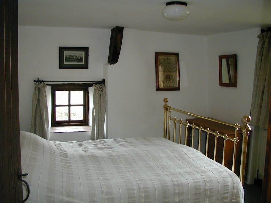 The downstairs double bedroom has a splendid Victorian bedstead (with a modern base and mattress!!)