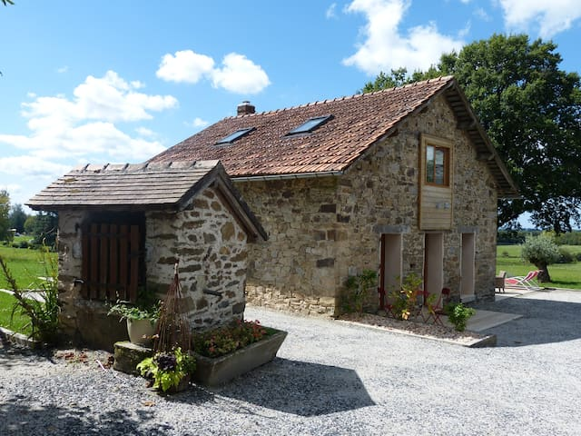 Charming cottage with swimming pool - Saint-Ybard