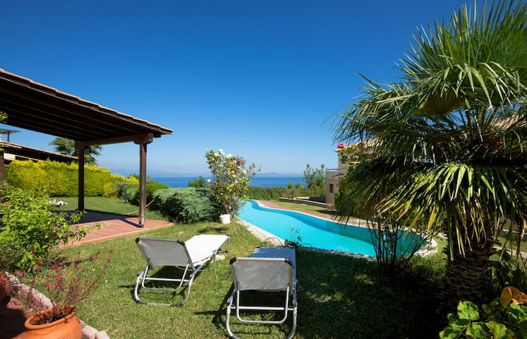 #FLH - Ruby Villa (3BD) - Afitos Hidden Gems