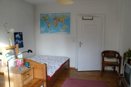 Cosy & bright  rooms in quiet neighborhood - Neusäß