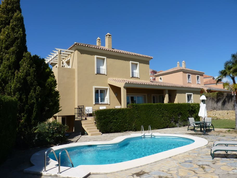 Villa with pool and garden furniture