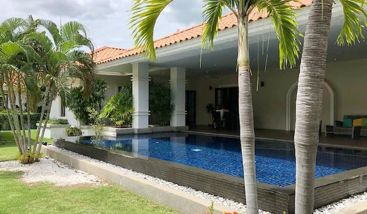 Luxurious Pool (6 Person) Villa for Rent at