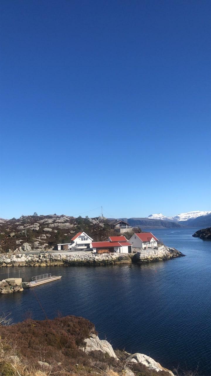 Hytte til leige i vakre Kalvåg.