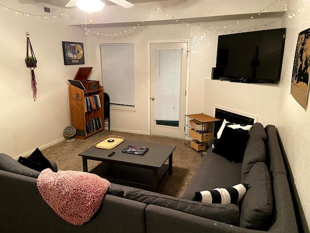 Entire Clean Apartment 10-Minute Walk to KU