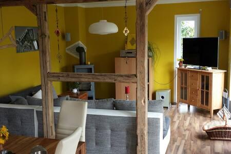 Modernes Haus mit Kamin und Garten - Radeburg - Huis