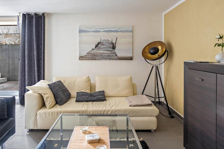 Modern Apartment Steg 1 in Quiet Location with Garden, Terrace & Wi-Fi; Parking Available
