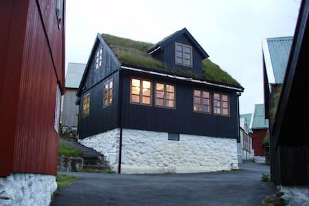 Traumhaus direkt am Meer - Elduvík - House