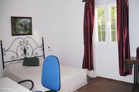 Habitacion doble con baño interior - El Santiscal - Hus