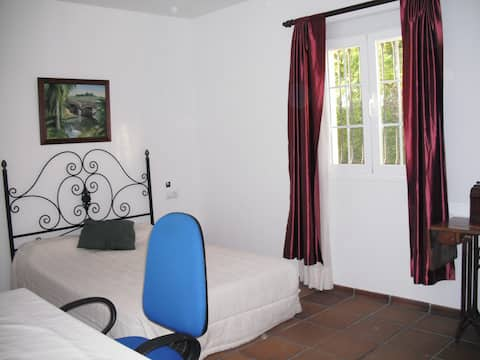 Habitacion independiente con baño interior.