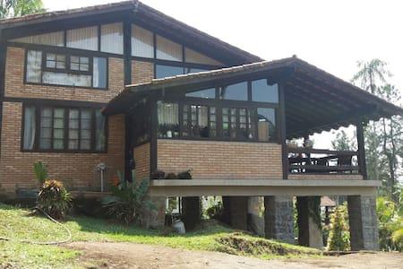 Casa na Serrinha do Alambari entre Penedo e Mauá