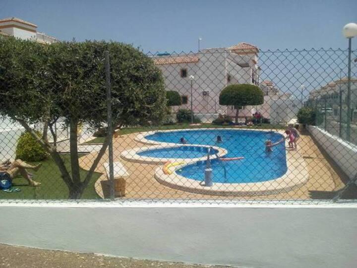 T3 dans résidence calme avec gardien, vue piscine