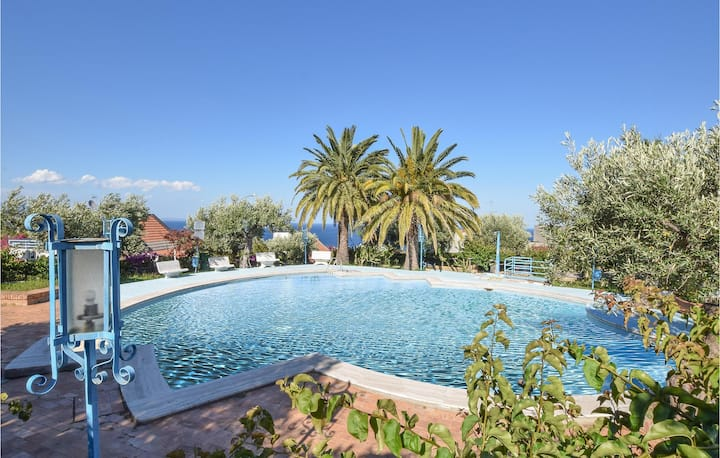 Amazing home in Stalettì with Outdoor swimming pool, Outdoor swimming pool and 2 Bedrooms