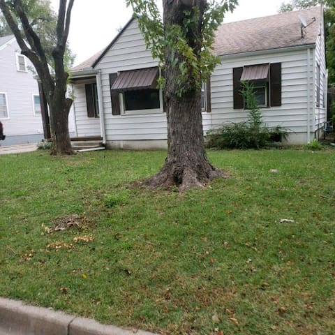 Cozy Home close to Big Towneast mall shopping