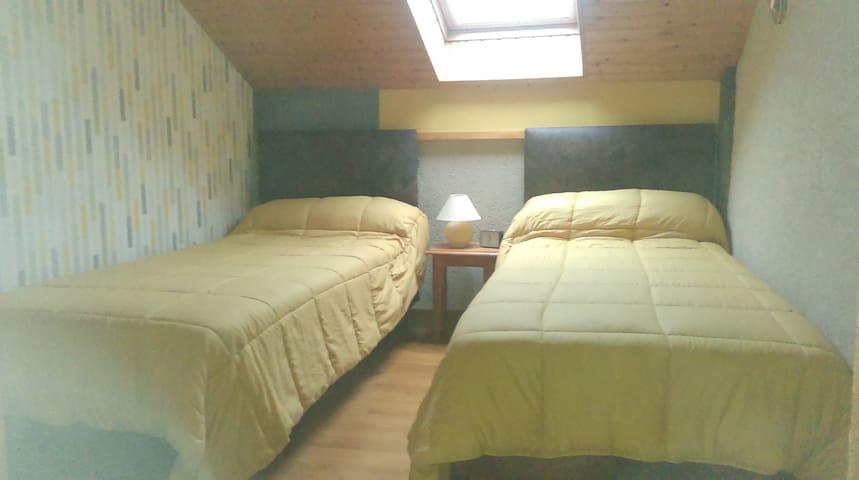 Chambre 2 avec deux lits 90x200