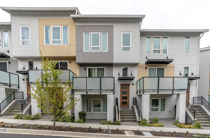 Entire home - 15 minutes to Seattle city center
