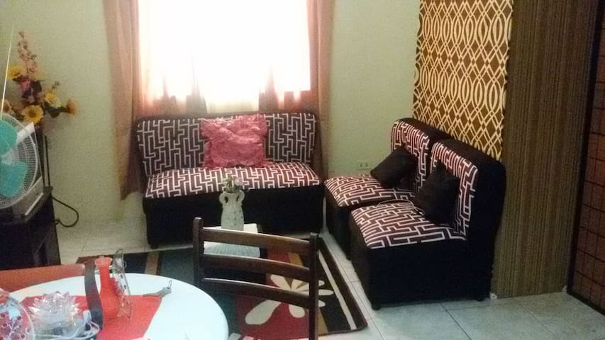 1 Bedroom Condo unit prime loc. commuter friendly