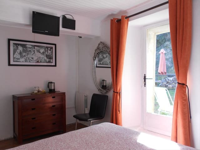 Family room B&B Maison Bergoun - Borce - Bed & Breakfast