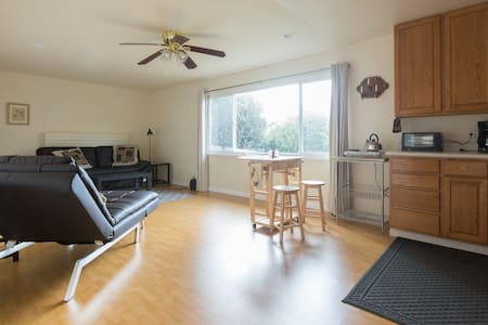 Sunny & spacious with Easy access to Berkeley - Richmond